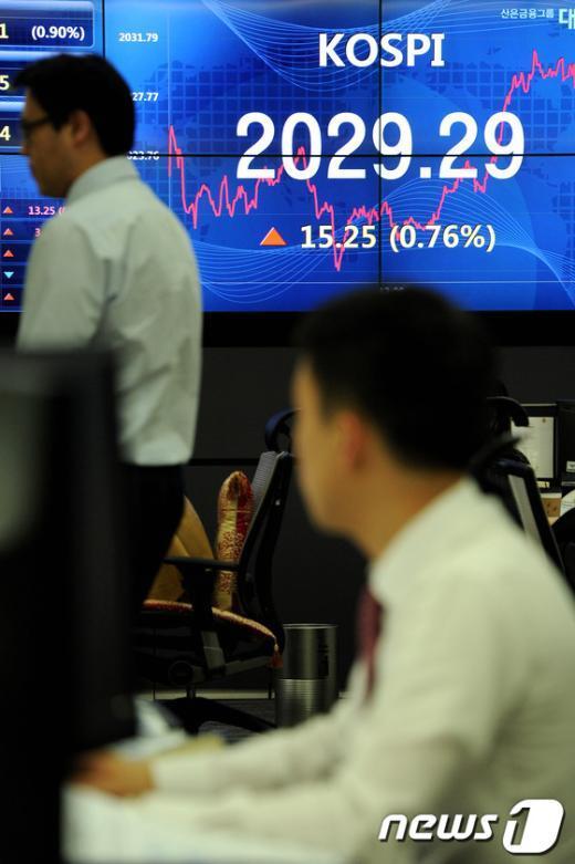 [사진]한국 신용전망 상향, 코스피 나흘만에 상승