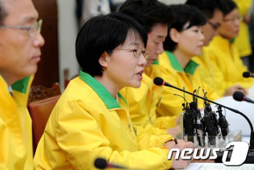 [사진]모두발언하는 박선숙 선거대책본부장