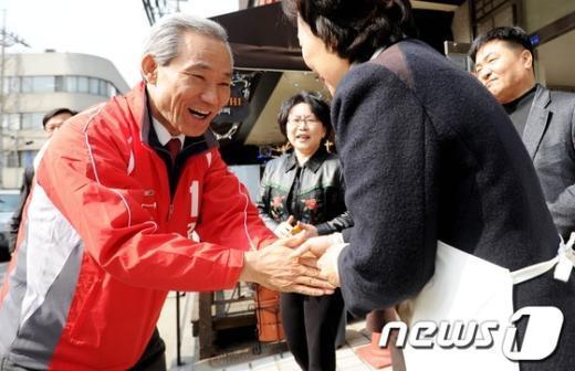 [사진]한아름복지관 방문한 김종훈 후보