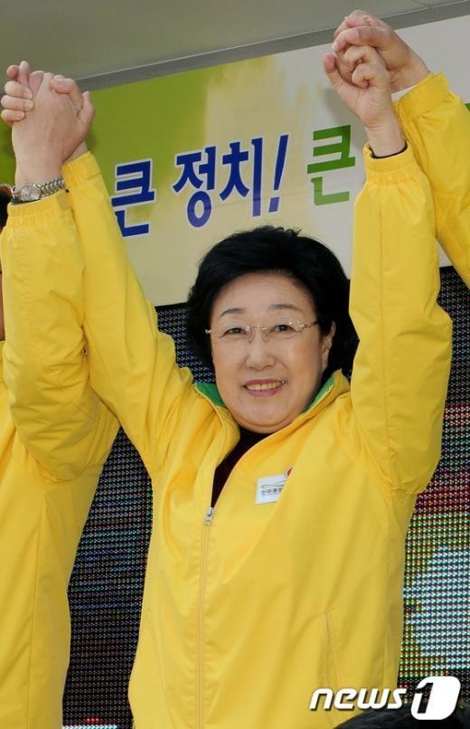 [사진]한명숙 대표 천안 지원유세