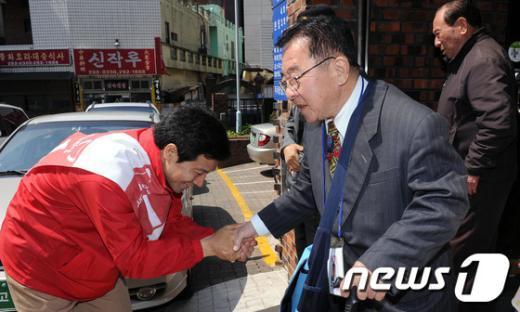 [사진]총선 D-7 '지지호소하는 문대성 후보'