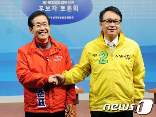 [사진]홍준표-민병두, '웃고는 있지만'