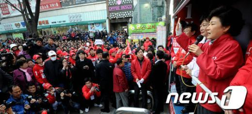 [사진]지지호소하는 박근혜 위원장