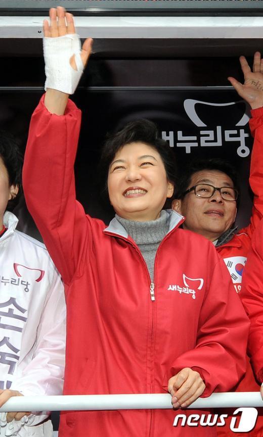[사진]부천 지원유세 나선 박근혜 위원장