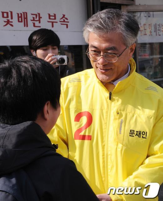 [사진]학생들 만난 문재인 후보
