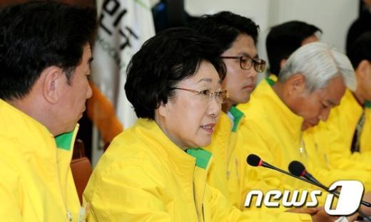 """[사진]한명숙 대표""""국민 여러분 투표해주세요"""""""