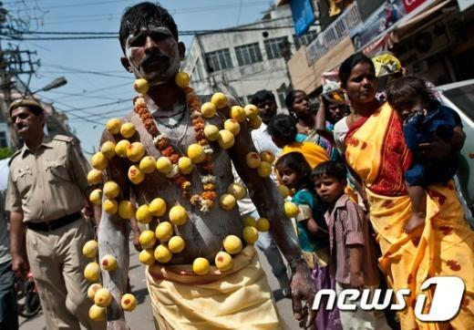 힌두교 '꽃뚜레'…무르간의 날