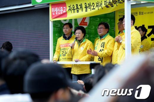 [사진]지역유권자들에게 지지호소하는 민주통합당
