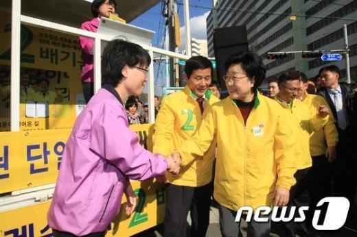 [사진]전남 화순 방문한 한명숙 대표