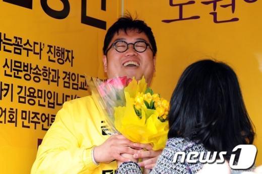 [사진]김용민 '꽃웃음'