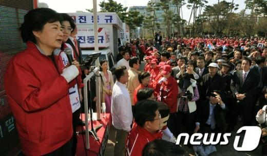 [사진]한표 호소하는 박근혜 위원장