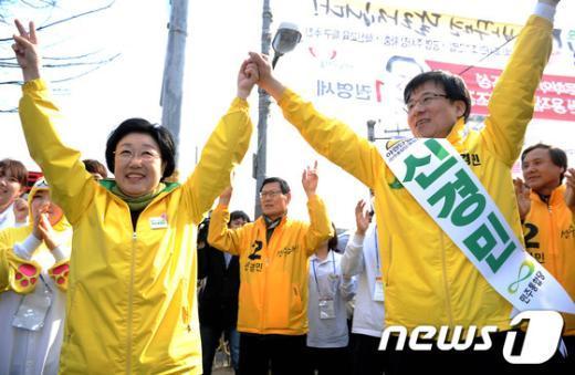 [사진]신경민 후보 지원 나선 한명숙 대표