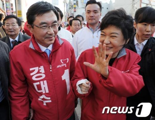 [사진]환한 미소로 지지호소 하는 박근혜 위원장