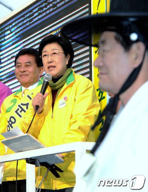 [사진]조순용 후보 지원 나선 한명숙 대표