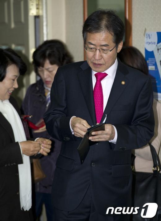 [사진]투표 기다리는 홍준표 후보