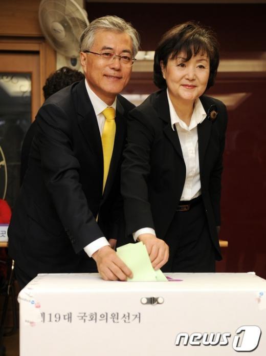[사진]투표하는 문재인 후보 내외