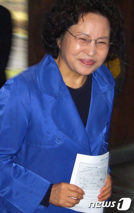 [사진]투표장 찾은 권양숙 여사