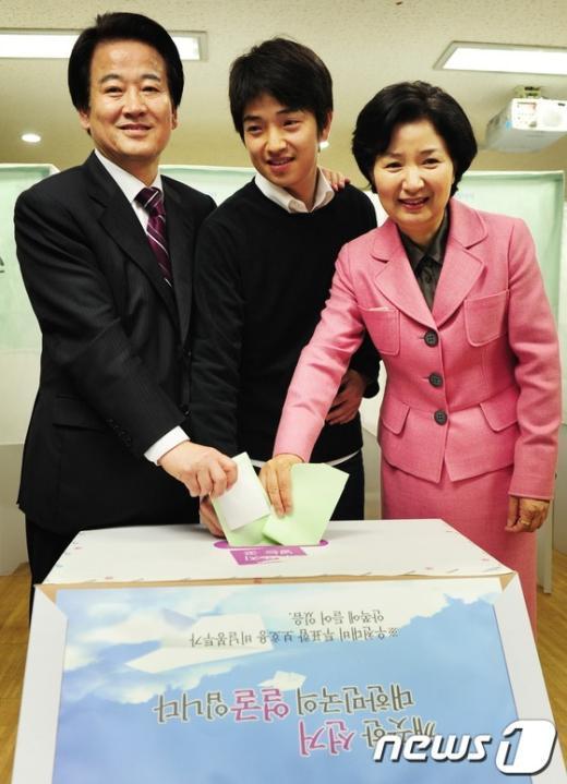 [사진]투표하는 정동영 후보