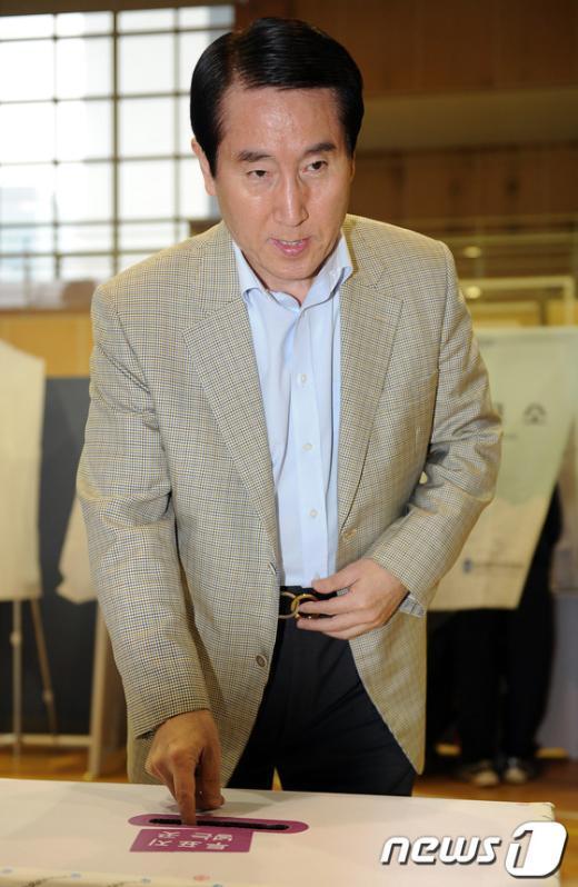 [사진]투표하는 조현오 경찰청장