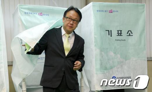 [사진]투표 마친 민병두 후보