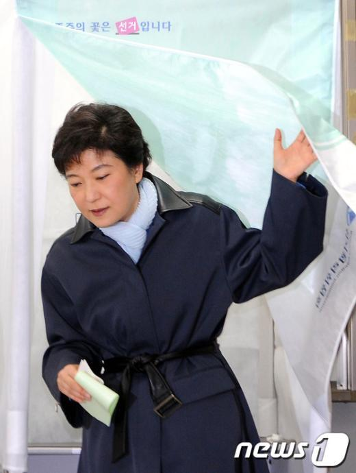 [사진]투표 마친 박근혜 위원장