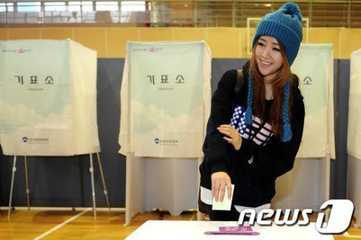 [사진]달샤벳 지율의 설레는 첫 투표
