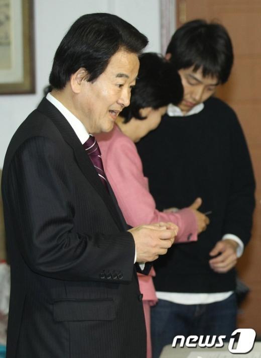 [사진]투표소 잘못 찾은 정동영 후보
