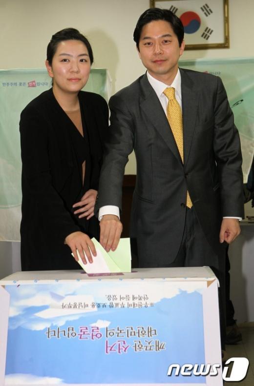 [사진]투표하는 정호준 후보 내외