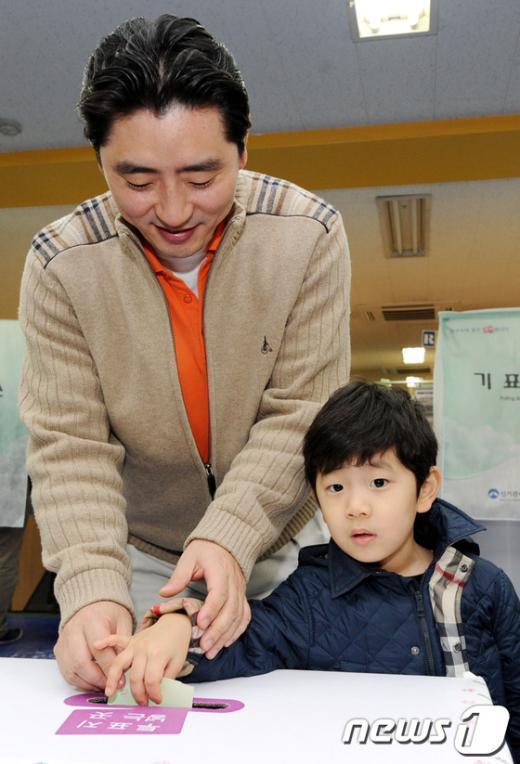 [사진]아빠와 함께하는 소중한 한표