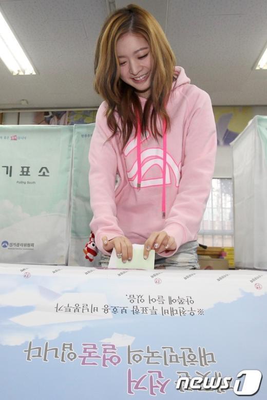 [사진]소중한 권리 행사하는 달샤벳 아영