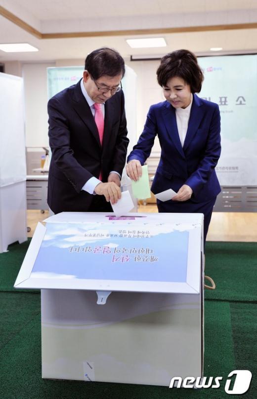 [사진]투표하는 박원순 시장 내외