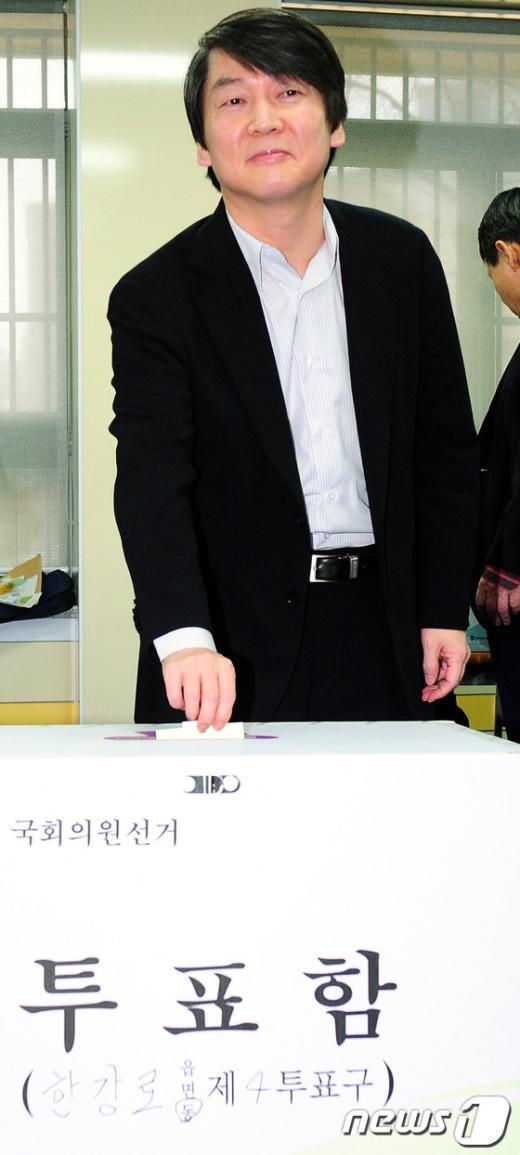 [사진]투표하는 안철수 원장