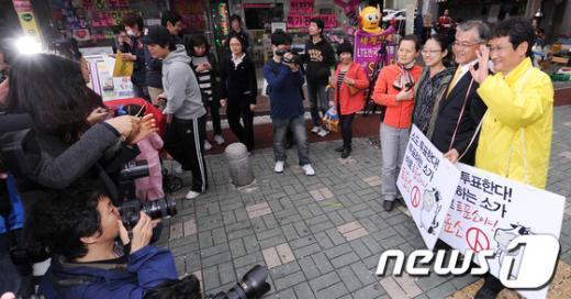 [사진]문재인-문성근 '투표참여 캠페인'