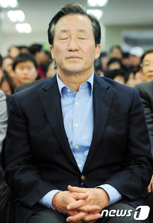 [사진]기도하는(?) 정몽준 후보