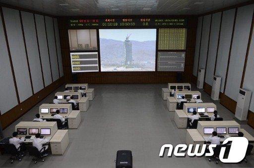 북한 평양 교외에 있는 조선우주공간기술위원회 통제센터  AFP=News1