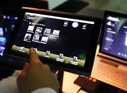 ▲에이서가 2011년 공개한 태블릿PC. 전통적 PC가 태블릿 기기 확산에 위협받고 있다.