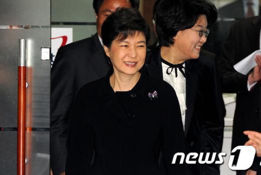 [사진]박근혜 '미소가 절로'