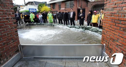 [사진]서초구 홍수재연, 차수판 기능 테스트