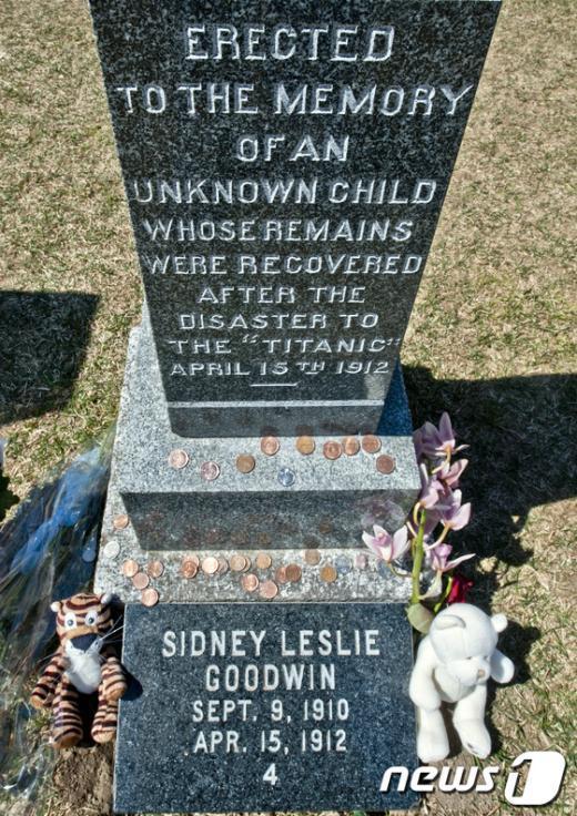 타이타닉호에 탑승했던 19개월된 남자 아이의 무덤. AFP=News1