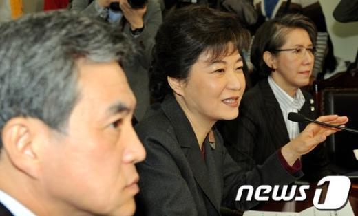 """[사진]박근혜 """"민생의 비상상황 끝나지 않았다"""""""