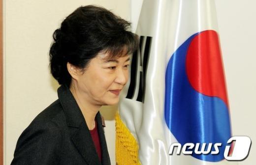 [사진]총선 후 첫 비상대책회의 여는 박근혜 위원장