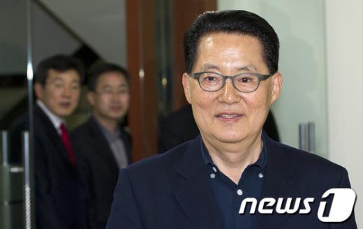 박지원 민주통합당 최고위원이 15일 오후 서울 영등포 민주통합당사에서 열린 최고위원회 회의에 참석하고 있다.  News1 이명근 기자