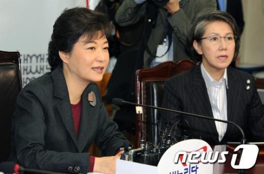 """[사진]박근혜 위원장""""민생은 아직도 비상상황"""""""