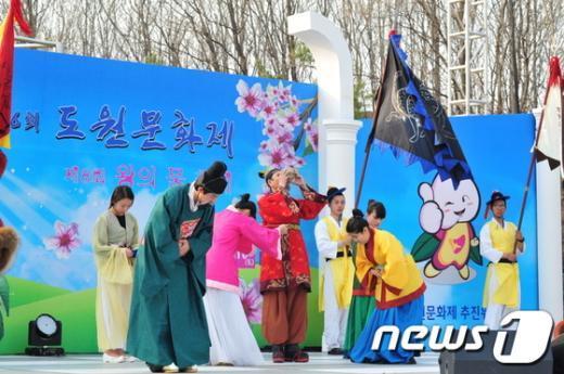 세종대왕의 눈병을 고친 왕의물이 연극무대에 오른다  News1