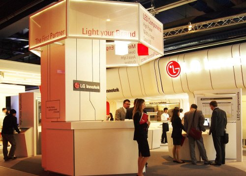 LG이노텍이 이달 15일부터 20일까지 독일 프랑크푸르트에서 열리는 '조명 및 건축 박람회 2012(Light + Building 2012)'에 마련한 LED 조명 전시 부스.