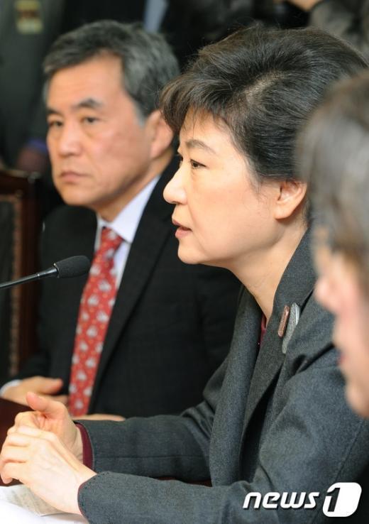 [사진]모두발언하는 박근혜 위원장