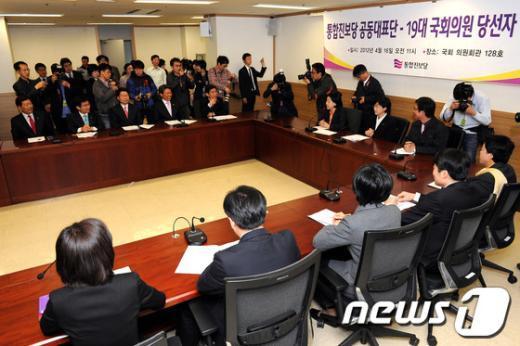 [사진]19대 국회의원 당선자들 만난 통합진보당 공동대표단