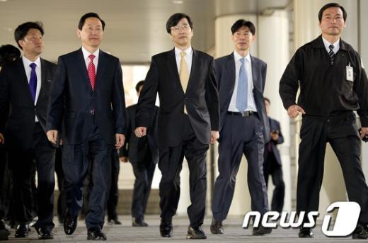 [사진]법원 들어서는 곽노현 교육감