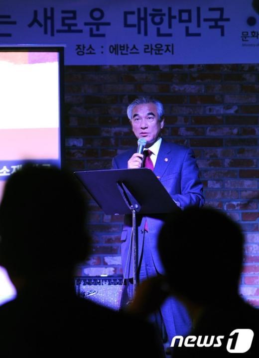 [사진]홍대 클럽에 온 최광식 장관