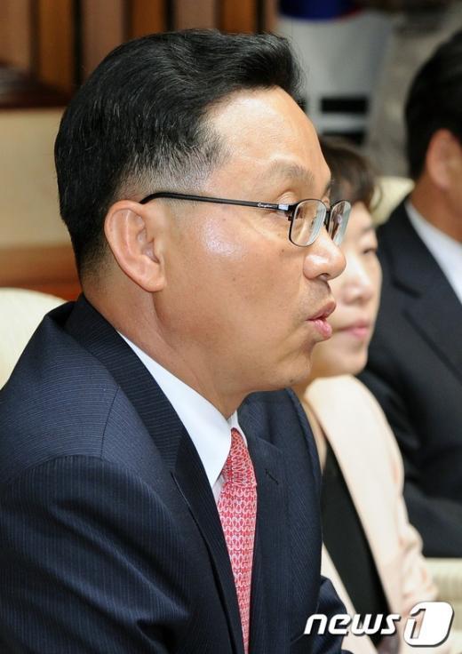 [사진]탈북자 출신 조명철 당선자 인사말